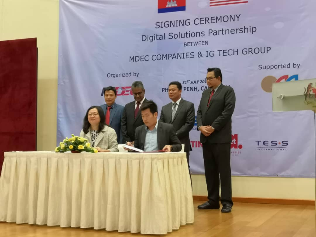 Signing Ceremony Digital Solutions Partnership between CALMS Technologies & IG Tech Group